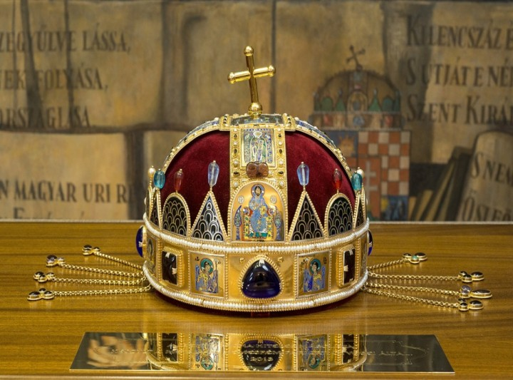 The certified copy of the Holy Crown
