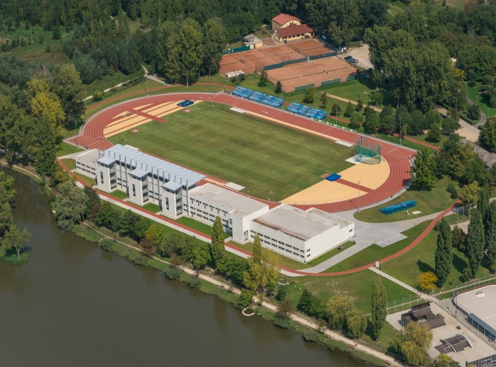 Bregyó Close Regional Athletics Centre
